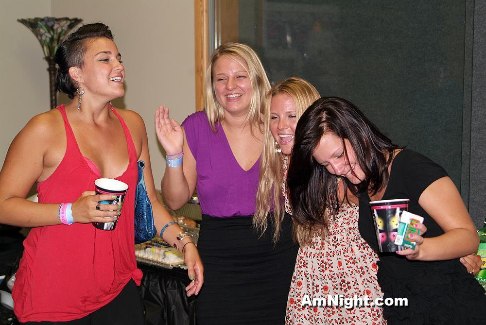 The T. reccomend Amateur nigt at strip club