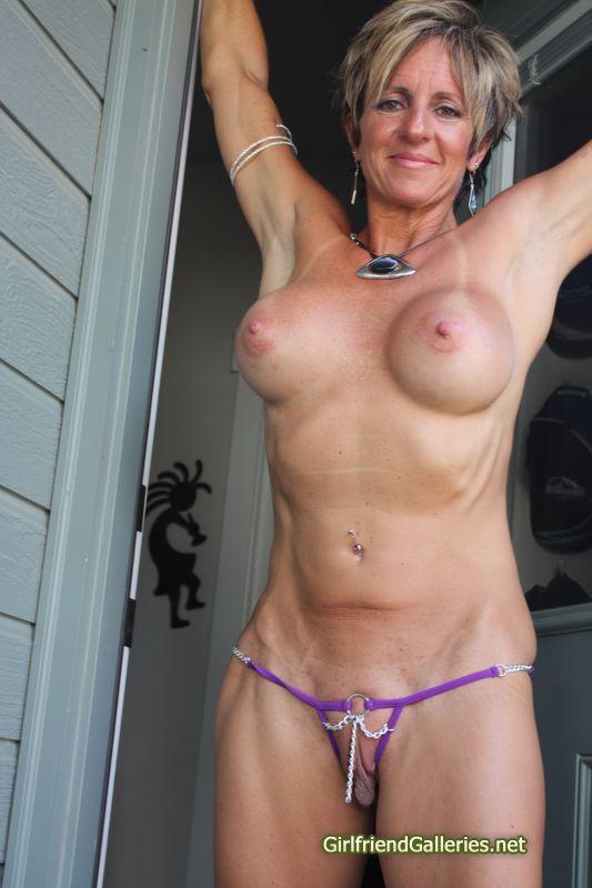 Pole dancer nude