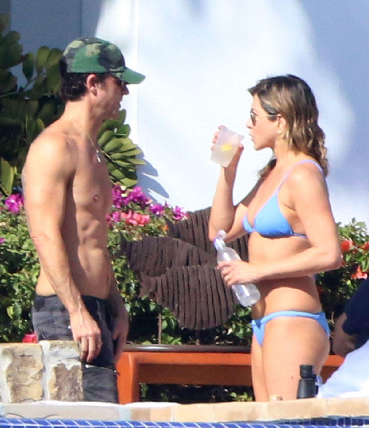 Jennifer anniston bikini photo