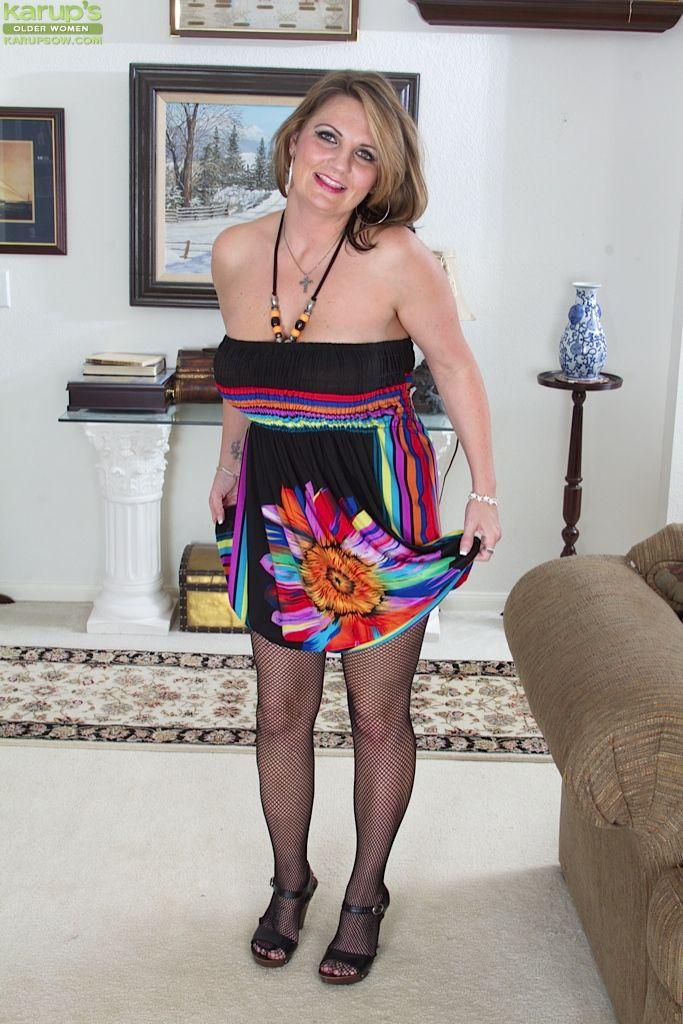 Blog mature women pantyhose photo 279
