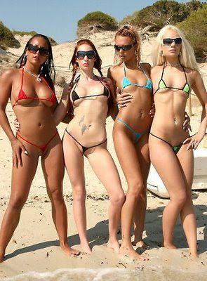 College-Mädchen in Bikinis wagen