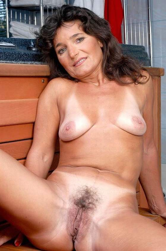 Mature naked picture gallery