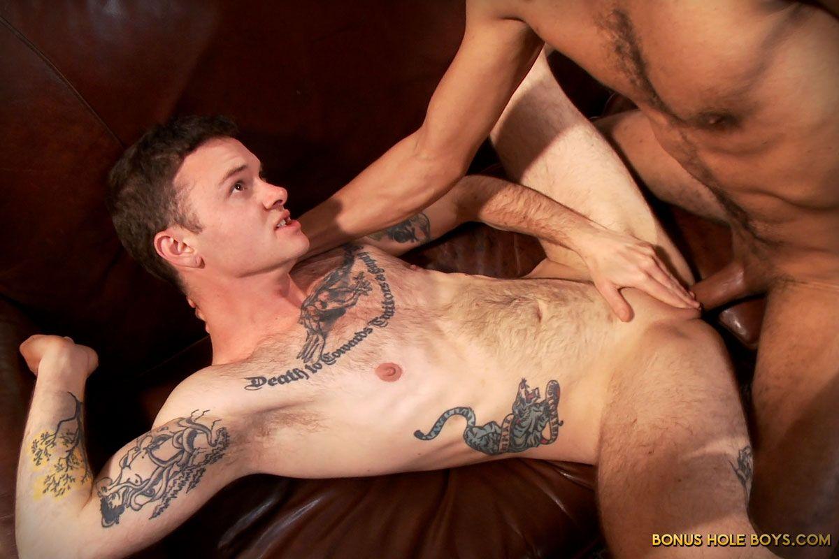 просто три мужика трахают мужика с влагалищем лежит