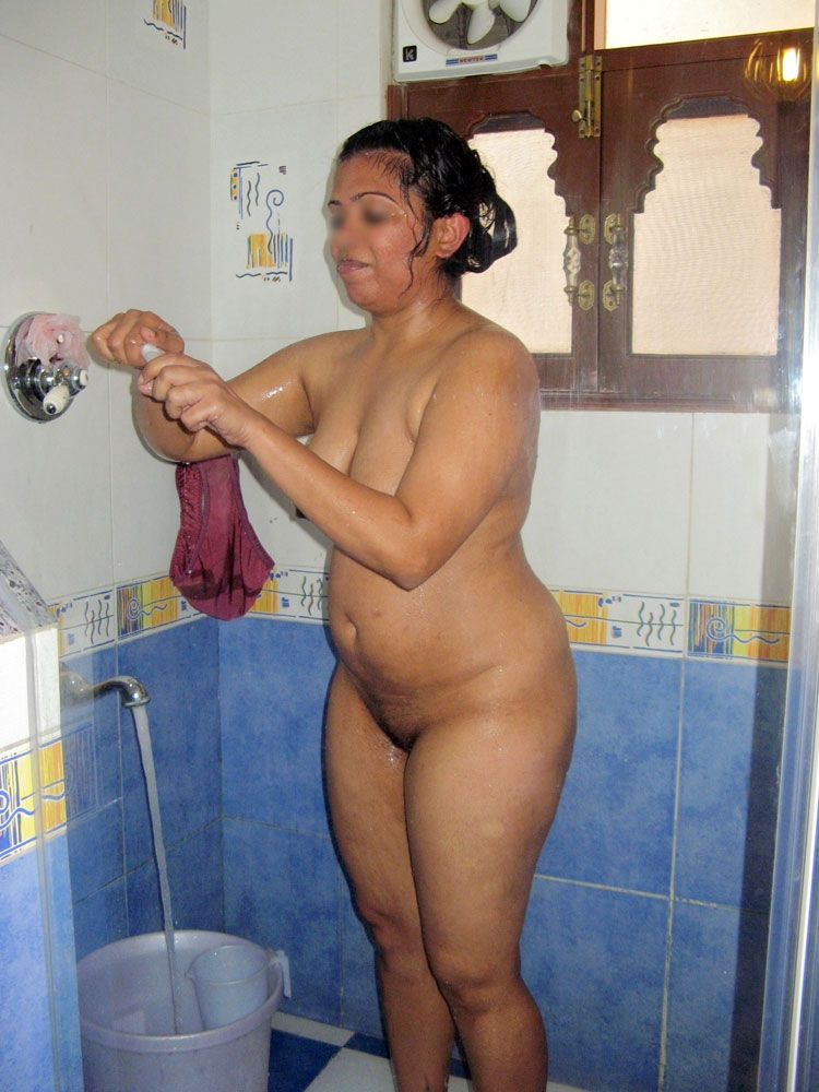 Peaches reccomend Pic of naked indian girls having shower