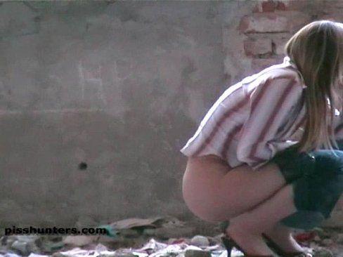 Girls peeing hidden cam