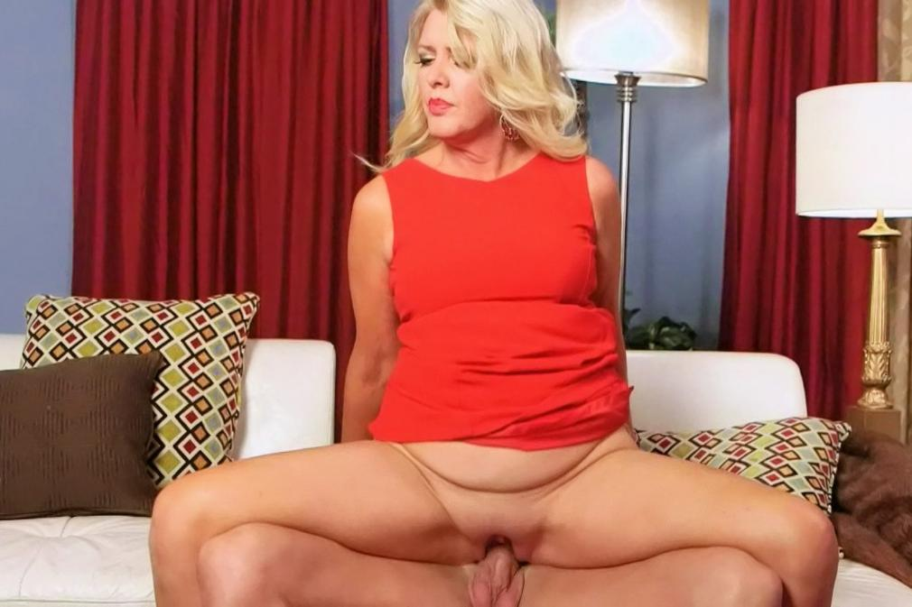 Shemale Nicolly Navarro sodomizes a girl. Big Tits tube