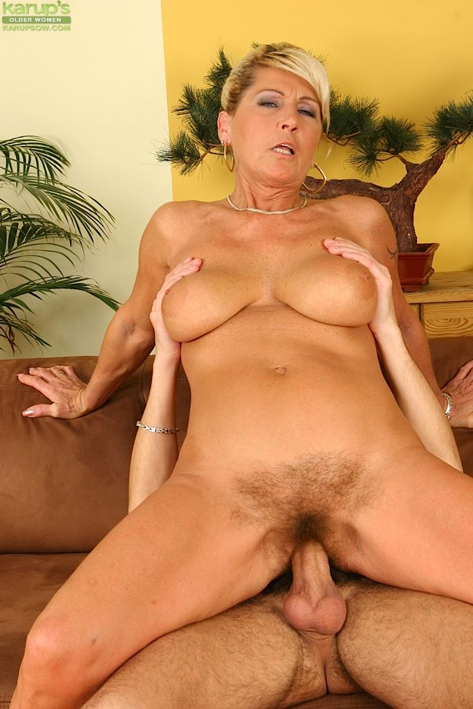 Hairy milfs seducing young girls