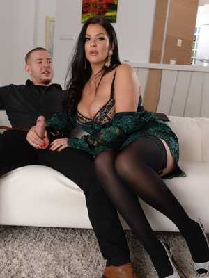 Lilly allen upskirt no panties