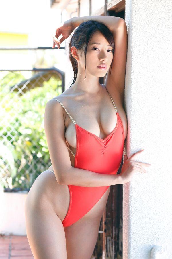 Bikini idol japan