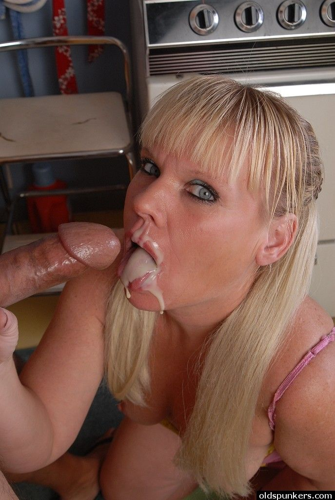 Mature homemade cum