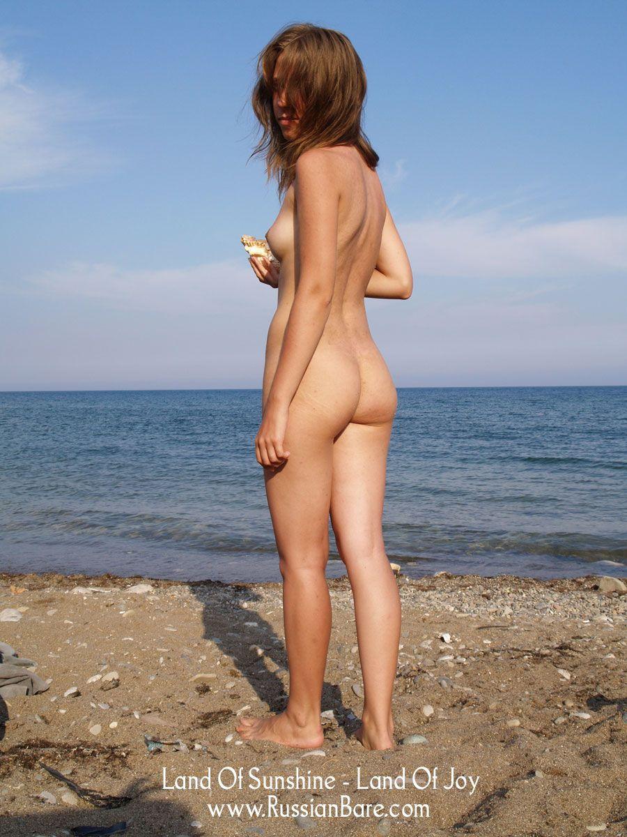 Ezzie reccomend Free nudist archive photos