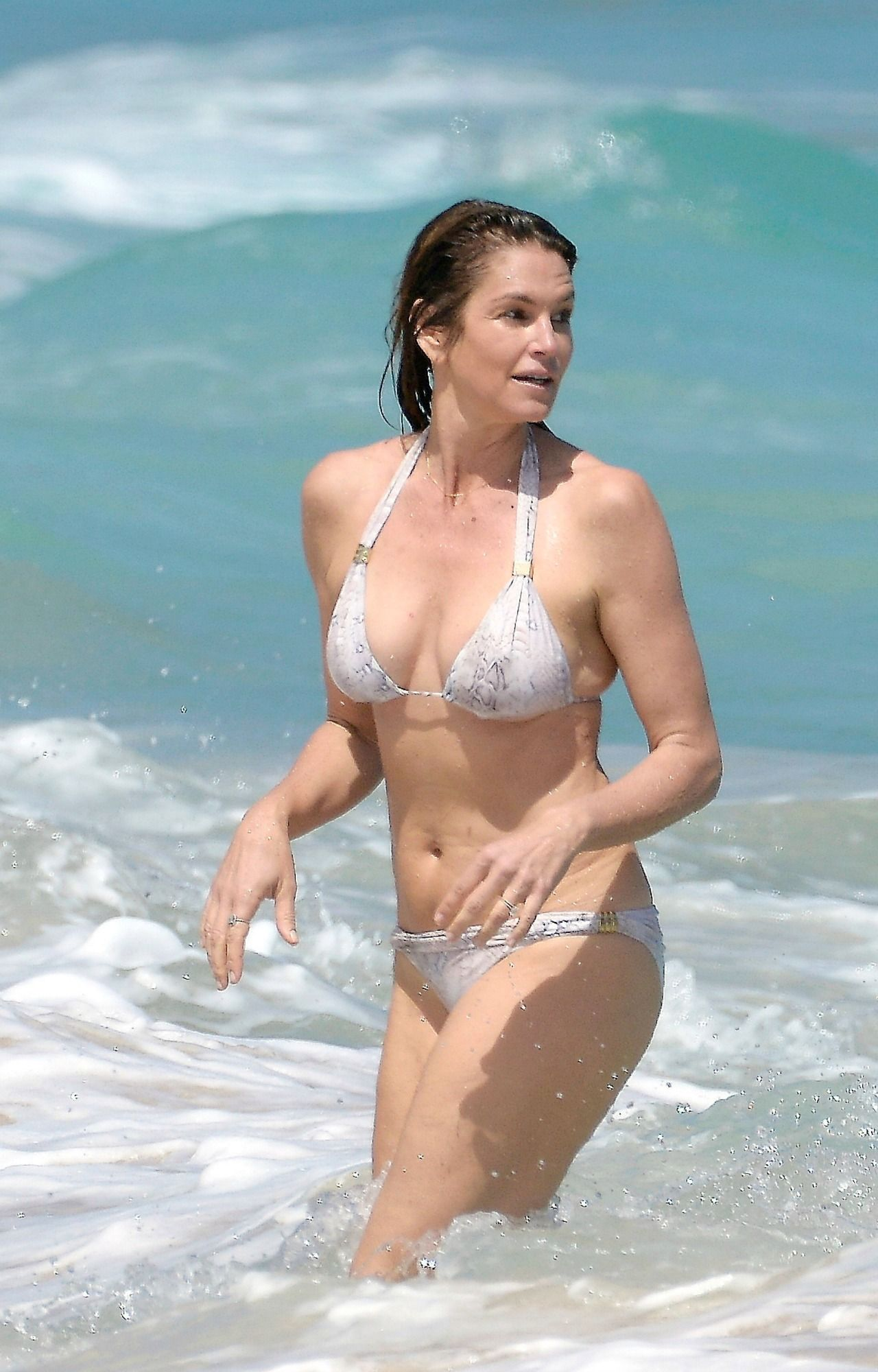Venom reccomend Cindy crawford in bikini at the beach