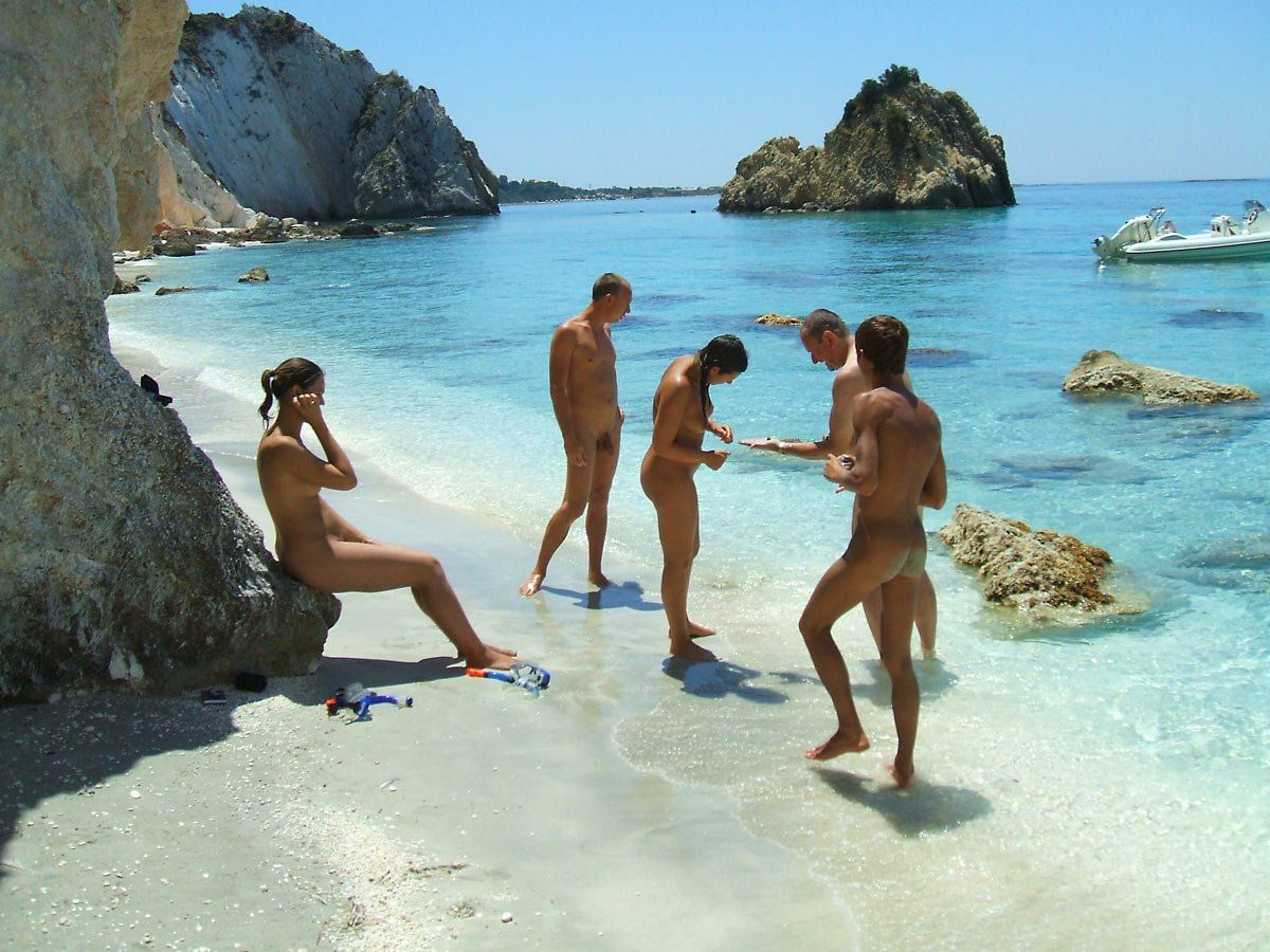 naked-family-nudist-beach-naked-woman-photo-gallery