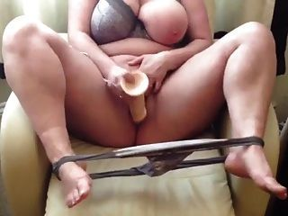 GM reccomend Chubby girl and dildo