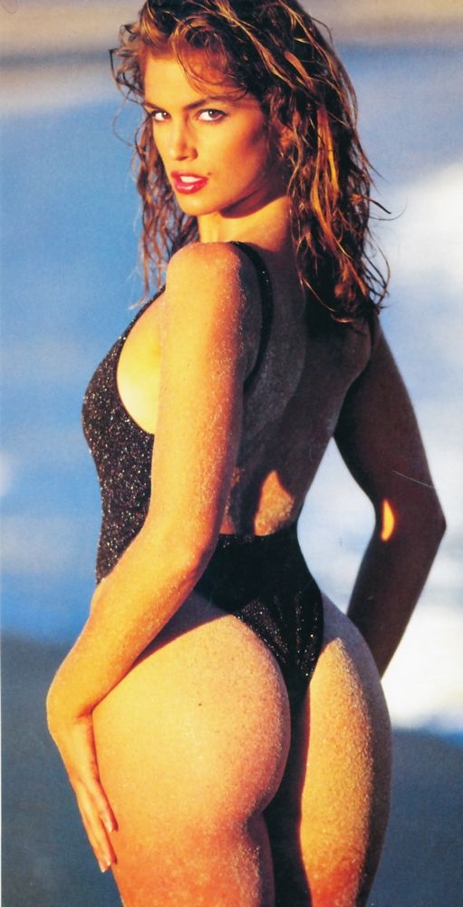 Jetta reccomend Cindy crawford in bikini at the beach