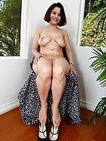 Jennifer tilly boob size