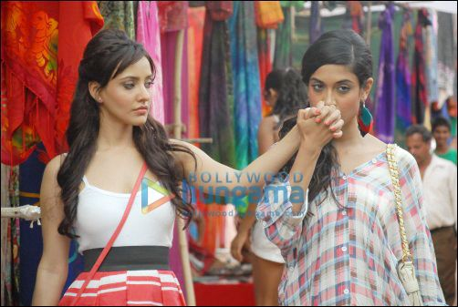 Trigger reccomend Bollywood lesbian pictures