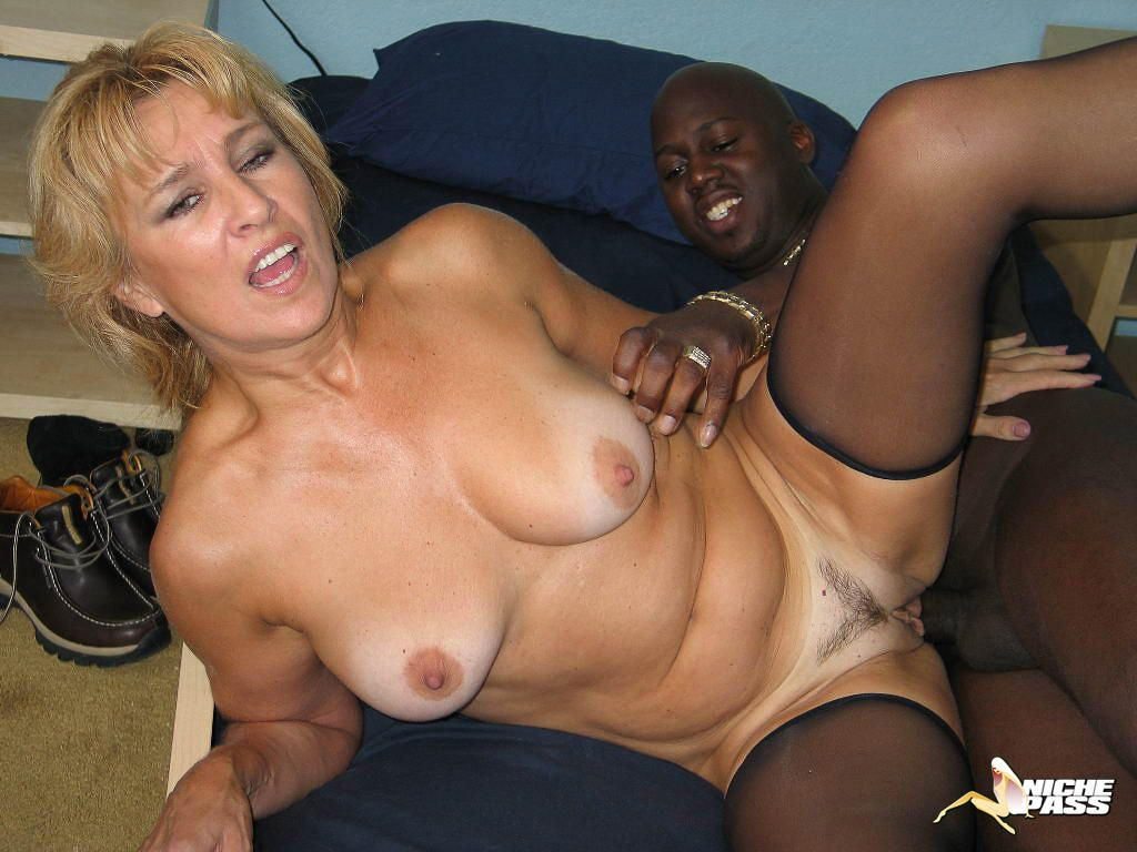 Mature black women fucking videos