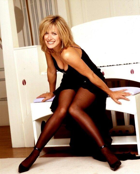 Elizabeth perkins nude pictures