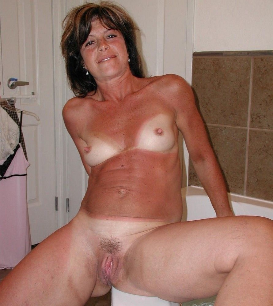 Shaved mature fuck