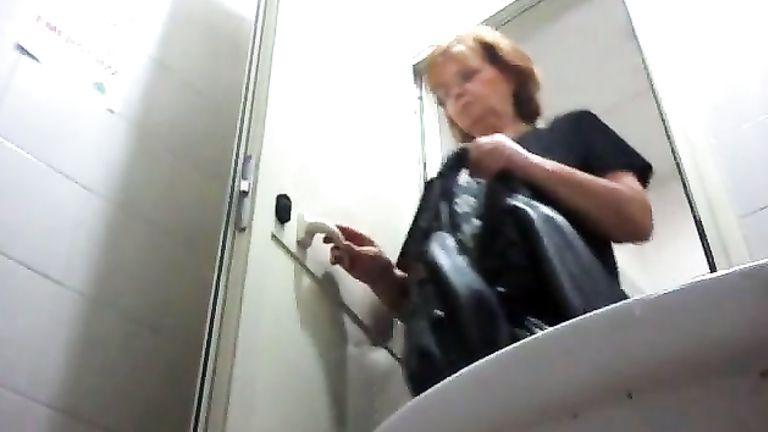 Halls redhead mom