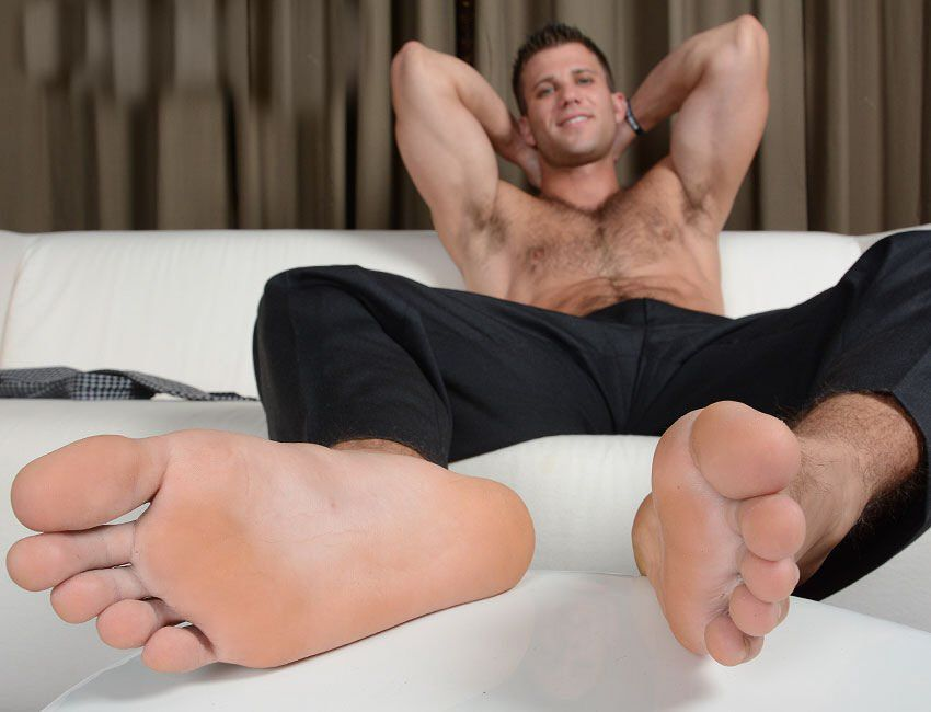 Red F. reccomend Guys with sexy foot