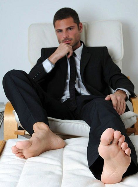 Flea F. reccomend Guys with sexy foot