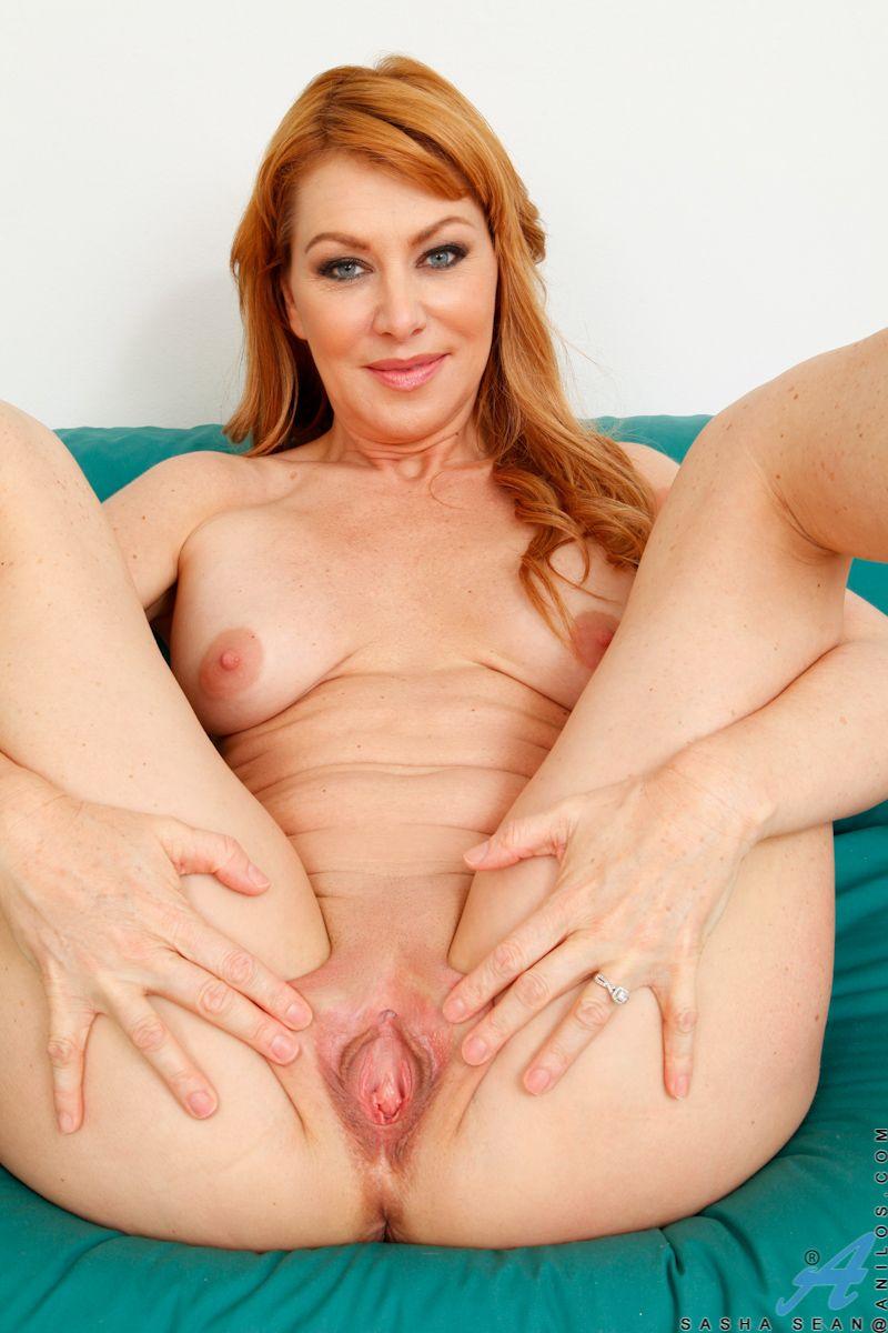 Shy virgin seduced by lesbian
