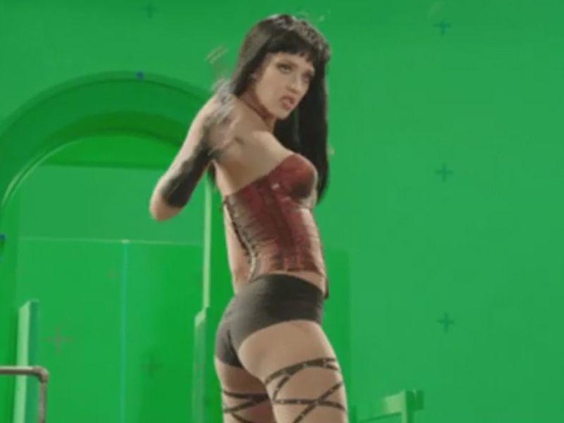 8-track reccomend Jessica alba jessica simpson strip tease