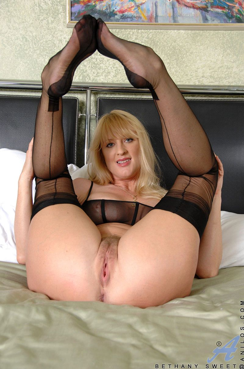The Milf Gallery
