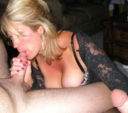 Mature Blonde Amateur Threesomes - Milf blowjob threesome - Porn pictures.