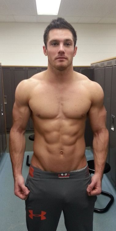 Softcore gay workout bodybuilder