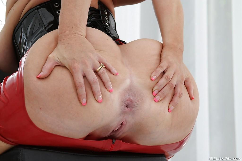 xxx big boob girl. com